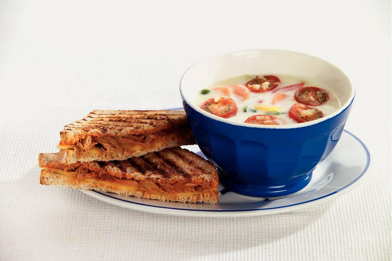 Tonijntosti's met romige groentesoep