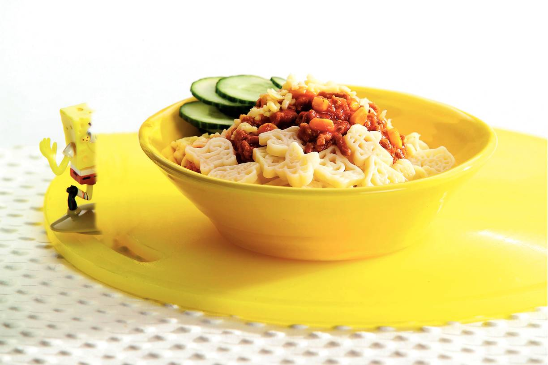 Funpasta met bolognesesaus en maïs