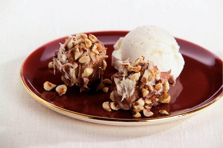 Hazelnootsoesjes met ijs