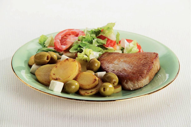 Tonijnsteaks met Griekse aardappelen