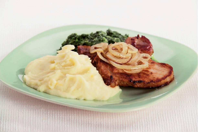 Karbonades, spinazie en aardappelpuree