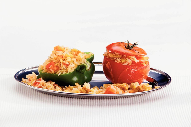 Gevulde tomaten en paprika's met rijst