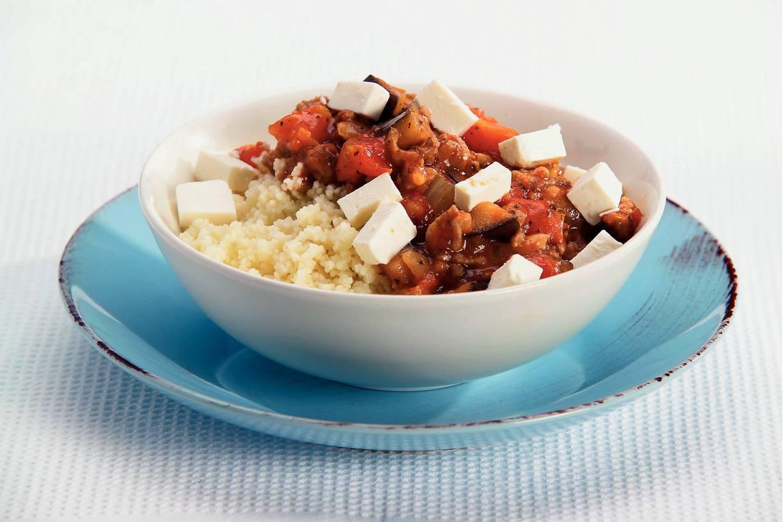Couscous met gehaktsaus en witte kaas
