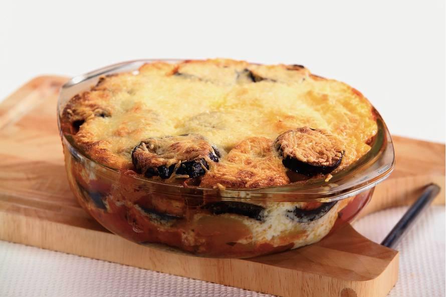 Moussaka met aubergine en aardappel