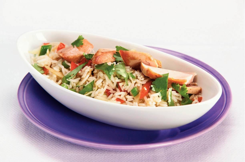 Lauwwarme oosterse salade met tonijnsteak
