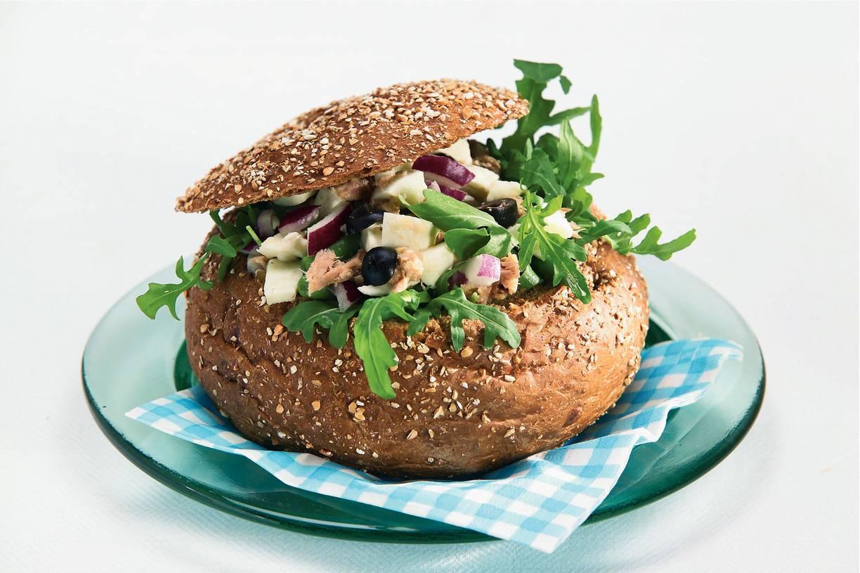 Gevuld brood met tonijnsalade