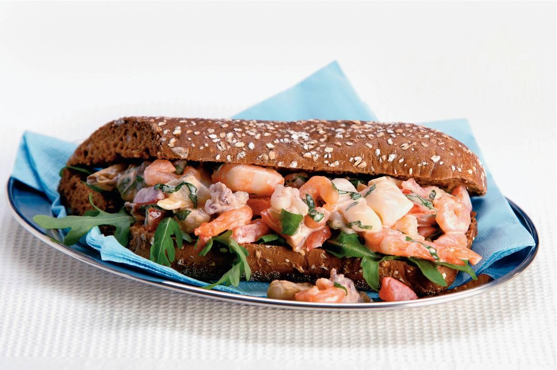 Stokbrood met zeevruchtensalade
