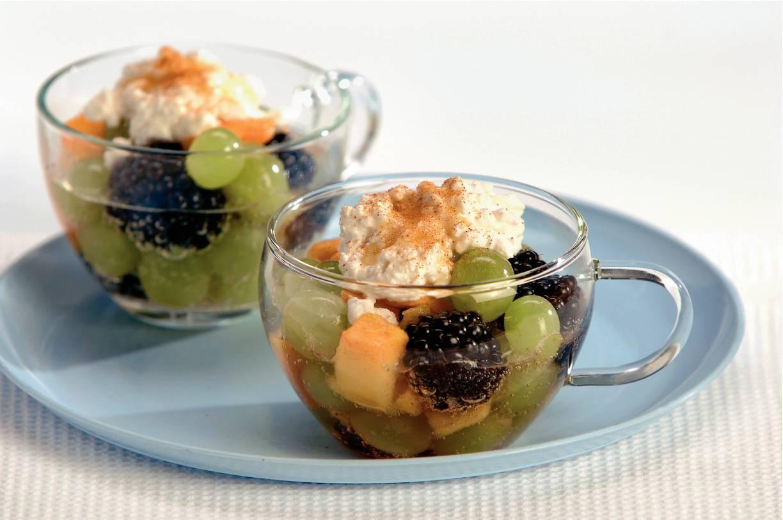 Fruitsalade met hüttenkäse