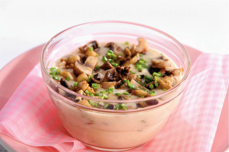 Romige bloemkoolsoep met champignonlaagje