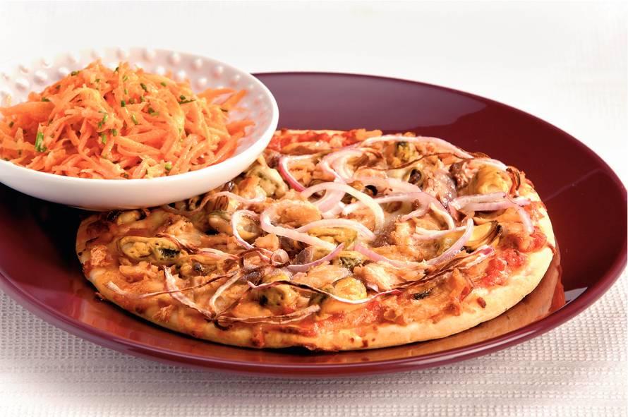 Vispizza met zalm en mosselen