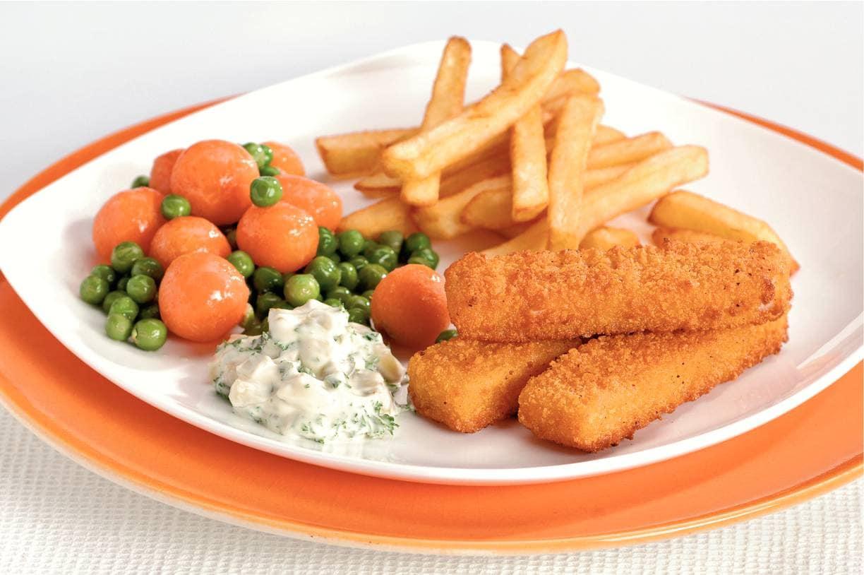 Vissticks met worteltjes en doperwten