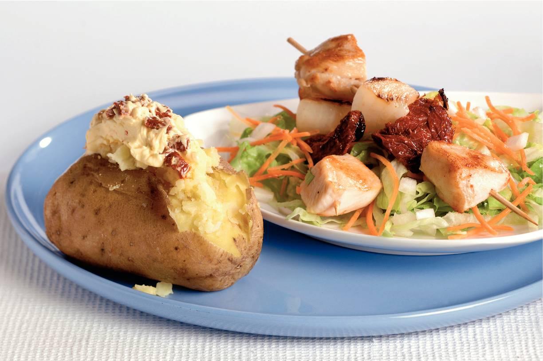 Gepofte aardappels met knoflooktopping