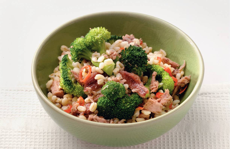Tarlyschotel met broccoli, ansjovis en tonijn