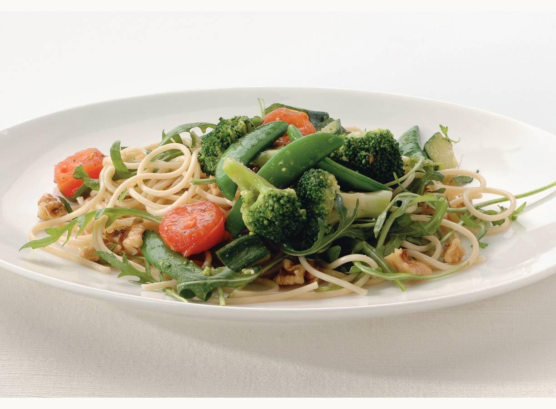 Knoflookspaghetti met rucola en noten