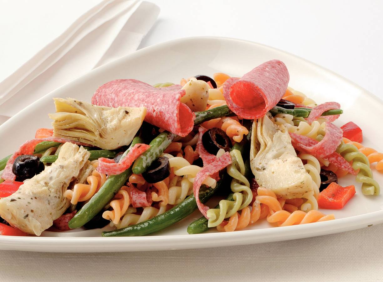 Italiaanse pastasalade met salami