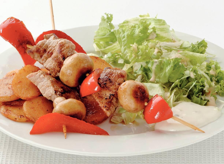 Kalfsschnitzelspies met aardappelschijfjes