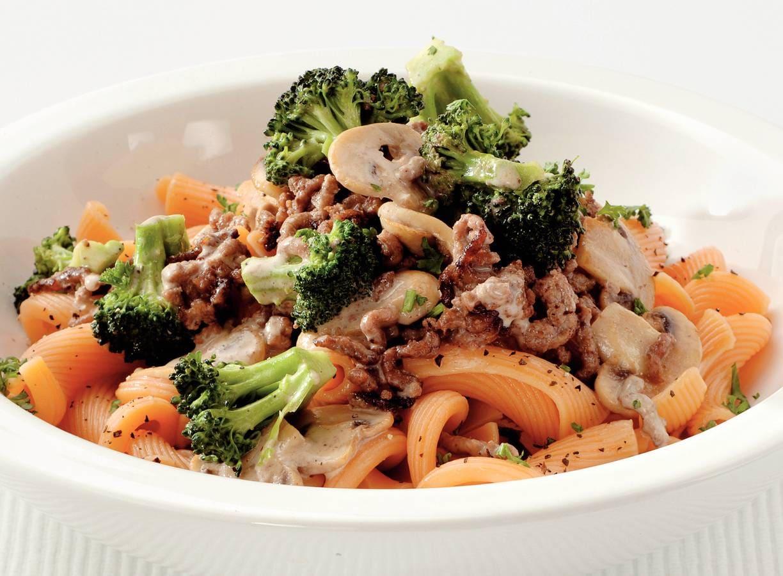Pasta met tartaar en champignon-broccolisaus