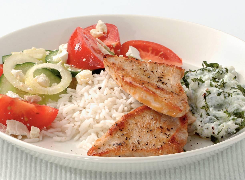 Kalkoen met Griekse salade en tzatziki