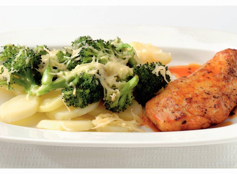 Broccolischotel met kipfilet Kentucky