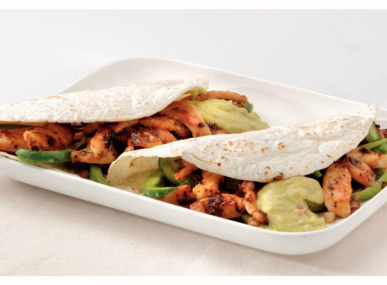 Kipfajita met romige guacamole