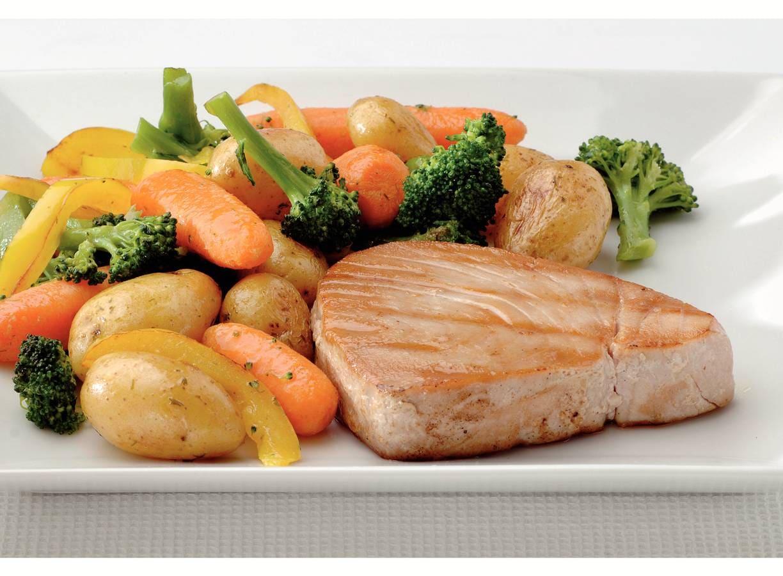 Roerbakschotel met gegrilde tonijn