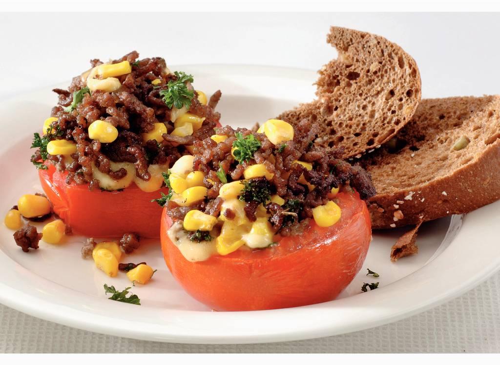 Gevulde tomaat met gehakt en maïs - Albert Heijn