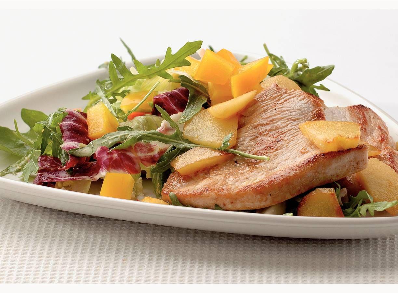 Lauwwarme salade met appel en kalkoen