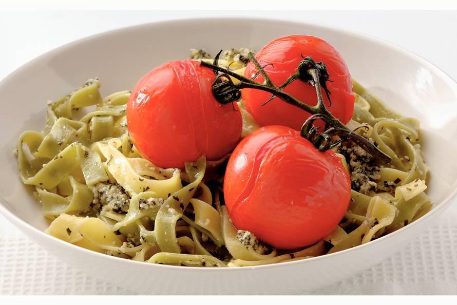 Tagliatelle met verse tomaat en pestosaus