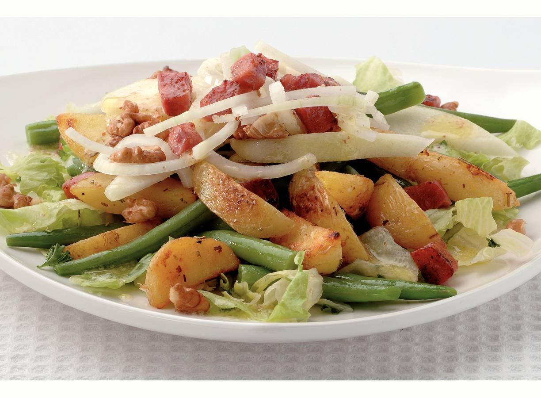 Lauwwarme aardappelsalade met spekblokjes