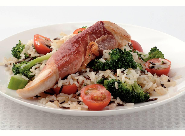 Kip in Parmaham met broccoli en rijst
