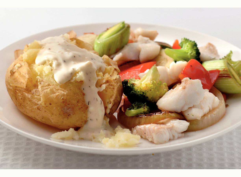 Pofaardappel met roerbakgroenten en vis