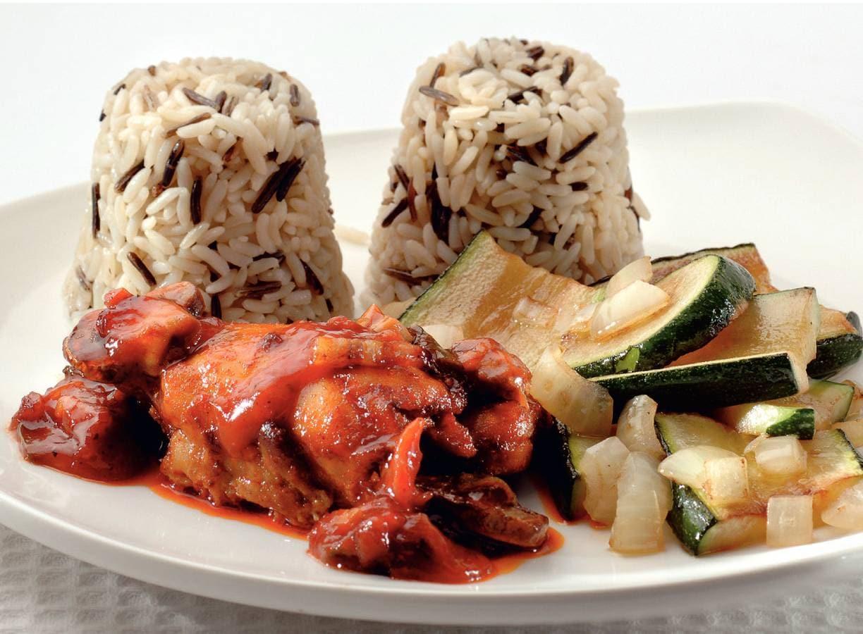 Kip met rijsttimbaaltje en courgettestukjes