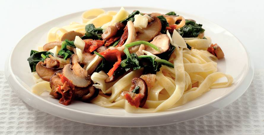 Tagliatelle met paddenstoelen en spinazie