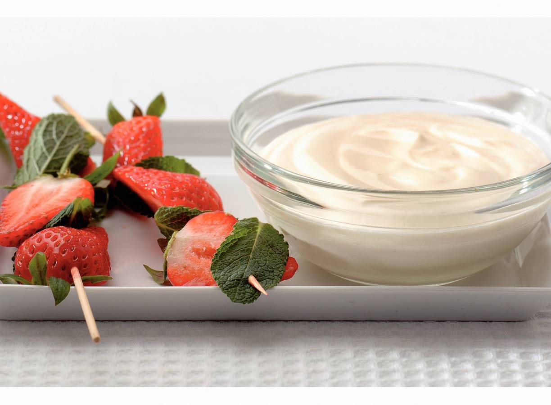 Aardbei-muntspiesjes met vanille smulkwark