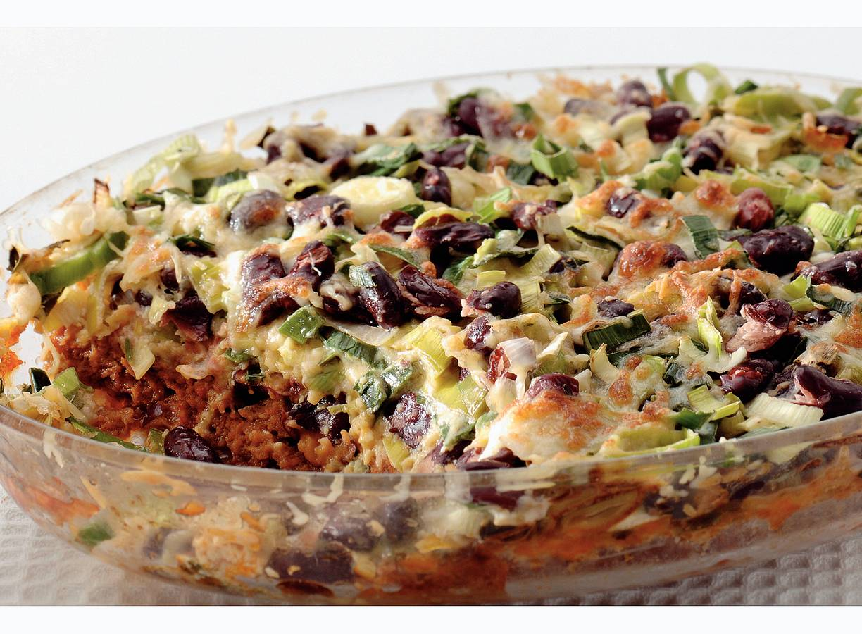 Mexicaanse schotel met prei en bonen