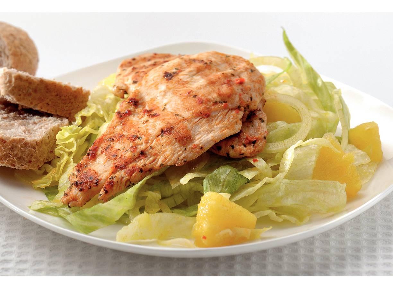 Lauwwarme salade met kip en ananas