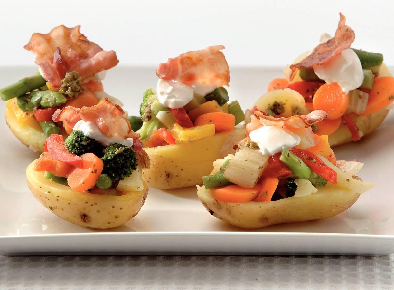 Gevulde aardappels met pesto en spekjes