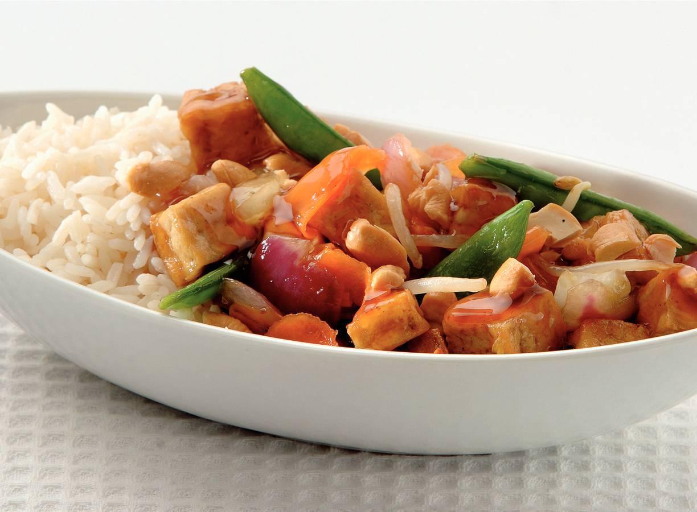 Krokante tofu met groenten en cashewnoten
