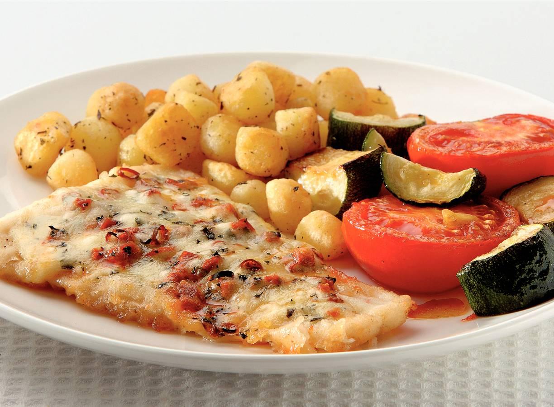 Kabeljauw en tomaat en courgette uit de oven