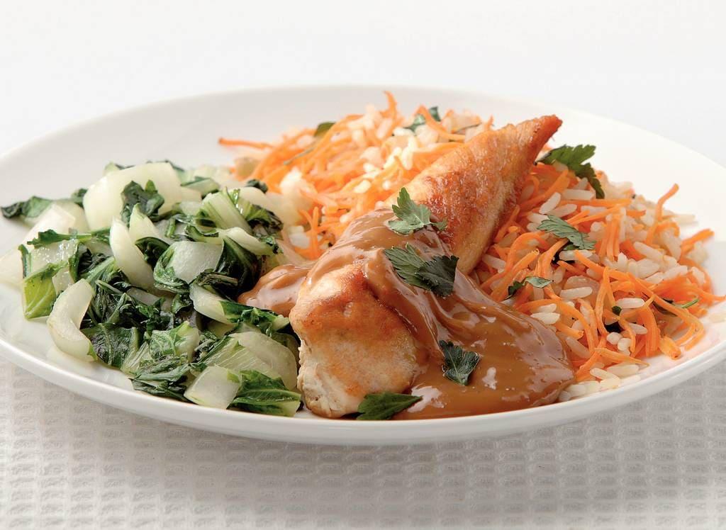 Gebakken rijst met kipfilet en satésaus - Albert Heijn