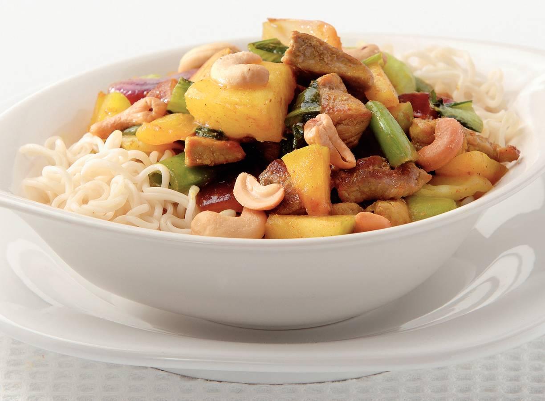 Noedels met paksoi en wokfruit