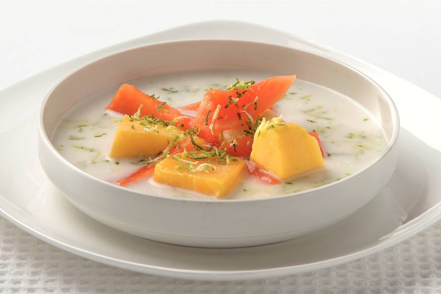 Kokossoep met fruitsalade