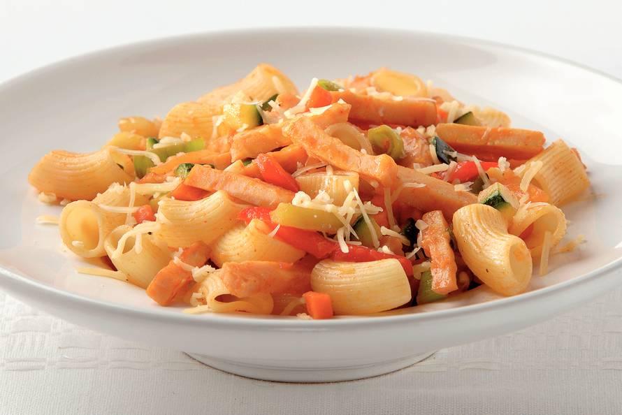 macaroni met gerookte kip en kaas - recept - allerhande - albert heijn