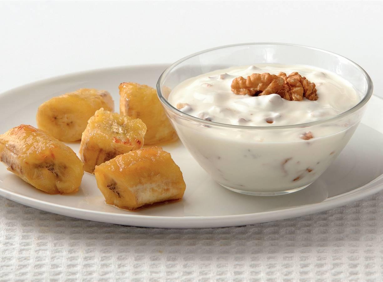 Gegrilde bananen met walnotenyoghurt