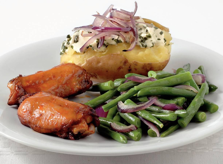 Kipspareribs met gepofte aardappelen