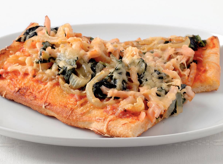 Spinaziepizza met gerookte kip