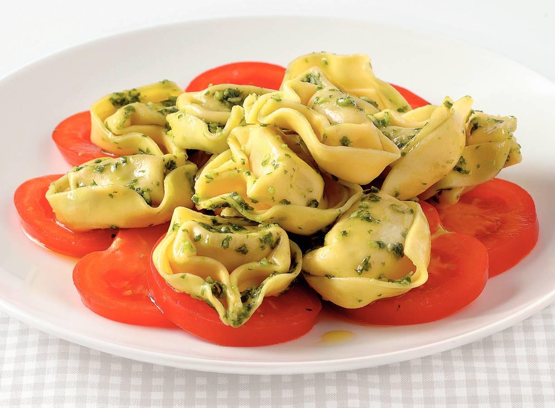 Tortelloni met basilicumsaus