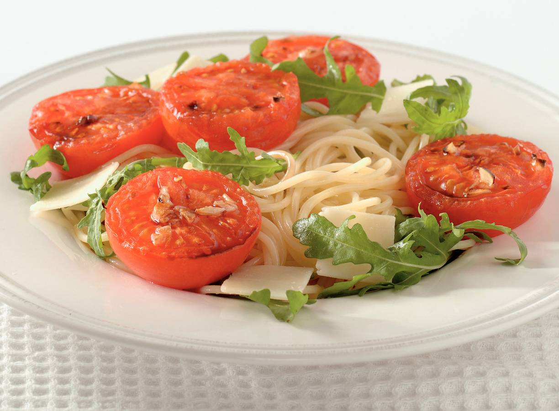 Spaghetti met geroosterde tomaten