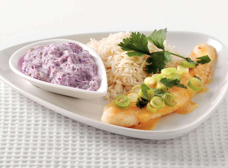 Vis met curry en yoghurtraita