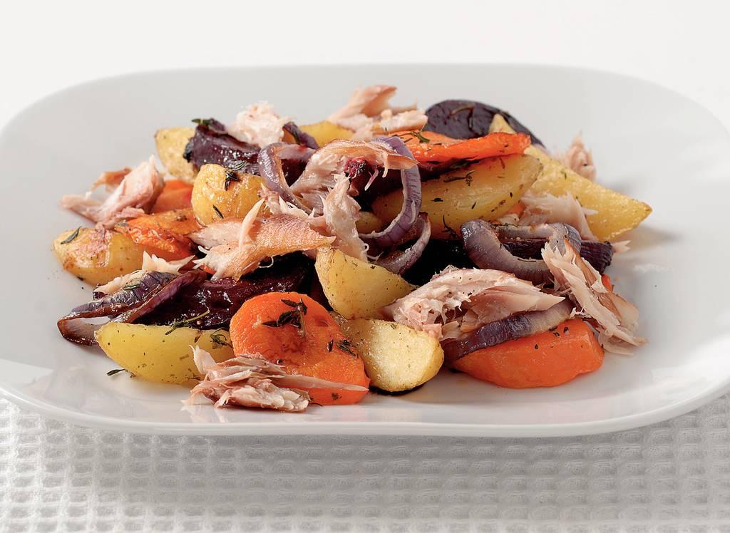 Aardappelschotel met gerookte makreel